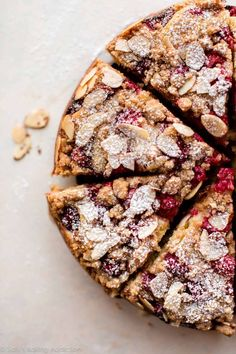 Sour cream crumb cake with fresh raspberries and almonds! Buttery and moist breakfast cake recipe on sallysbakingaddic . Sour cream crumb cake with fresh raspberries and almonds! Buttery and moist breakfast cake recipe on sallysbakingaddic . Beaux Desserts, Just Desserts, Delicious Desserts, Baking Recipes, Cake Recipes, Dessert Recipes, Sallys Baking Addiction, Breakfast Cake, Homemade Breakfast