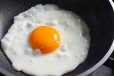 Do Darker Yolks Mean More Nutritious Eggs? Perfect Fried Egg, How To Make Eggs, Chicken Eggs, Egg Yolks, Health Tips, Healthy Eating, Nutrition, Diet, Breakfast
