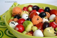 Discover recipes, home ideas, style inspiration and other ideas to try. Melon Salad, Fruit Salad, Food Salad, Tomate Mozzarella, Healthy School Lunches, Cooking Recipes, Healthy Recipes, Cherry Tomatoes, Food Inspiration