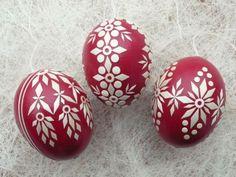 3  echte  Ostereier mit Stroh verziert, Karminrot von Kreativpflanze auf DaWanda.com