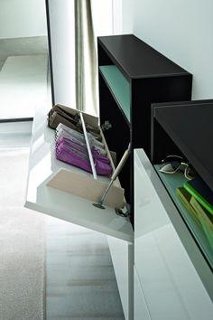 HOSOI | Birex Elegante mueble zapatero de puertas laqueadas, apto para la zona closet y vestibulos gracias a su profundidad mínima y diseño sofisticado. En varios acabados.