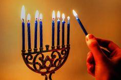 Learn + Craft for Hanukkah, Winter Solstice, & Kwanzaa, Kunsthandwerk 🧶 🧶 Feliz Hanukkah, Hanukkah Menorah, Happy Hanukkah, Hanukkah Traditions, Kwanzaa, House Cleaning Tips, Cleaning Hacks, History Of Hanukkah, Pastor