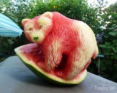 Funny pictures about Now This Is Awesome Watermelon Art. Oh, and cool pics about Now This Is Awesome Watermelon Art. Also, Now This Is Awesome Watermelon Art photos. L'art Du Fruit, Fruit Art, Fruit Food, Fruit Sculptures, Food Sculpture, Veggie Art, Fruit And Vegetable Carving, Veggie Food, Watermelon Art