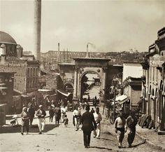 Azapkapı.Osmanlı dönemi. Ulsan, Urban Architecture, Ottoman Empire, Historical Pictures, Old Photos, Istanbul, Nostalgia, Louvre, Street View