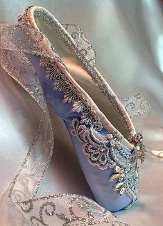 pointe shoes Raindrops and Roses, to the little Sydney who always wanted a quot;Real pair of ballerina shoes. Pointe Shoes, Toe Shoes, Dance Shoes, Ballet Costumes, Dance Costumes, Ballerina Costume, Vintage Accessoires, Repetto, Raindrops And Roses