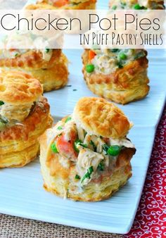 Chicken Pot Pies in Puff Pastry Shells. Chicken pot pie lovers, you will LOVE this! Puff Pastry Chicken, Pastry Shells, Comfort Food, Dessert For Dinner, Dinner Menu, Dinner Ideas, Snack, Love Food, Cooking Recipes