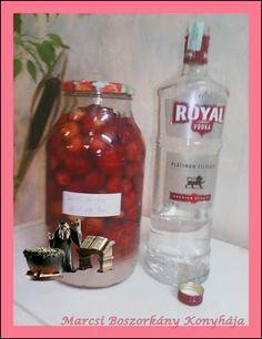 Marcsi Boszorkány Konyhája: Eperlikőr 2. Whiskey Bottle, Vodka Bottle, Cocktail Drinks, Cocktails, Stencils Online, Little Paris, How To Make Drinks, Biscotti, Beverages