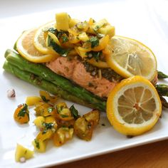 Citrus cilantro salmon steamed with asparagus in parchment paper pouches. Topped with mango salsa. Healthy Dishes, Food Dishes, Main Dishes, Healthy Eating, Healthy Recipes, Cookbook Recipes, Great Recipes, Dinner Recipes, Grilled Cheese Recipes