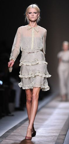 Spring 2011 Paris Fashion Week: Valentino Photo 5