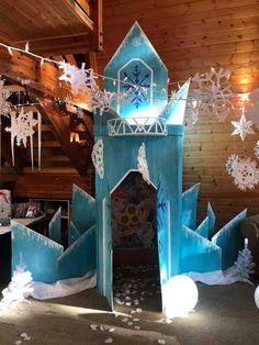 Frozen Party Decorations, Office Christmas Decorations, Birthday Party Decorations, Frozen Themed Birthday Party, Disney Frozen Birthday, 3rd Birthday, Frozen Room, Frozen Castle, Kids Party Venues
