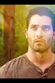 Play's Derek Hale on teen wolf / Tyler Hoechlin /  Loving the beard!  LOVE THE SHOW