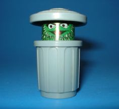 Better view of Oscar the Grouch.