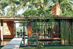 yew kuan cheong / home of mark edleson, bali Architecture Résidentielle, Tropical Architecture, Contemporary Architecture, Villa Design, Modern Tropical, Tropical Houses, Conception Villa, Home Living, Villas