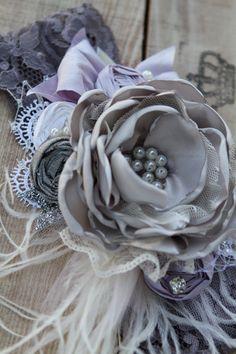 Nightingale diadema por Raquel Londres coincide por londonraquel Fabric Flower Headbands, Baby Headbands, Tissue Flowers, Diy Flowers, Shabby Chic Flowers, Vintage Headbands, Fabric Roses, Bridal Bracelet, Diy Hair Accessories