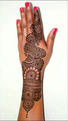 Cute Henna Designs, Henna Tattoo Designs Arm, Finger Henna Designs, Back Hand Mehndi Designs, Mehndi Designs Book, Indian Mehndi Designs, Stylish Mehndi Designs, Mehndi Designs For Girls, Mehndi Design Photos