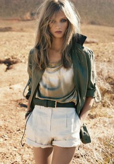 BEAUTIFUL MODEL IN A MILITARY OVERSIZED JACKET, HOW STUNNING, I AM NOW ON THE HUNT FOR ONE FOR MYSELF......:)