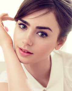 Lily Collins - Added to Beauty Eternal - A collection of the most beautiful women. Lily Collins Peliculas, Audrey Hepburn Eyebrows, Marie Claire, Pride And Prejudice And Zombies, Elle Mexico, Pictures Of Lily, Phil Collins, Actrices Hollywood, Poses