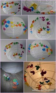 Ikea-Papierlampe mit Schmetterlingen behübscht