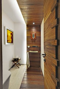 Dark wood contrast with white walls. Casa Lomas Altas by López Duplan Arquitectos (9)