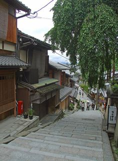 Narrow streets - Kyoto, Japan YES pintrest, the streets our narrow, host father care? Nope