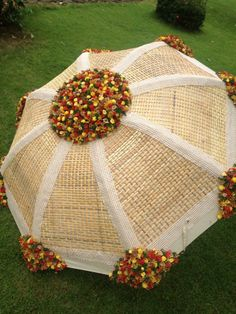 excellent use of burlap Luxury Wedding Decor, Marriage Decoration, Wedding Stage Decorations, Festival Decorations, Umbrella Decorations, Flower Decorations, Umbrella Wedding, Wedding Umbrellas, Flower Garland Wedding
