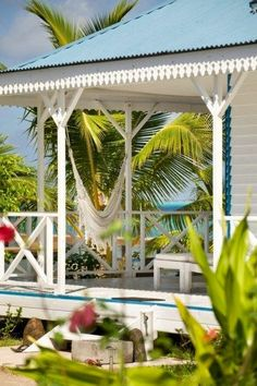 Selection of durable brackets for home exterior. Exterior brackets collection includes Victorian and traditional brackets for exterior Beach Cottage Style, Coastal Cottage, Coastal Homes, Coastal Style, Beach House Decor, Coastal Living, Cottage Porch, House Porch, Beach Homes