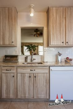 Lovable shared distressed kitchen cabinet dig this Classic Kitchen Cabinets, Light Wood Cabinets, Refacing Kitchen Cabinets, Kitchen Cabinet Styles, Painting Kitchen Cabinets, Clean Cabinets, Cabinet Refacing, Distressed Kitchen, New Kitchen Designs