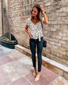 37 Attractive Casual Spring Outfits Ideas for Women 2020 - Fashionnita Everyday Outfits, New Outfits, Summer Outfits, Casual Outfits, Cute Outfits, Fashion Outfits, Womens Fashion, Fall Outfits, Fashion Ideas