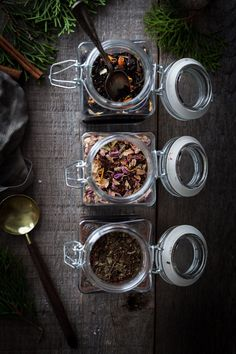 Three homemade tea blends are sure to please the tea lover on your list. Best Green Tea, Best Tea, Homemade Tea, Tea For Colds, Tea Brands, Chamomile Tea, Tea Art, Loose Leaf Tea, Tea Recipes