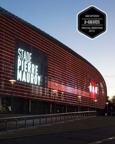 The LED mesh media facade system IMAGIC WEAVE® transforms façades into a mode of urban communication. It combines HAVER Architectural Mesh with state-of-the-art LED technology and enables the creation of individually programmable lighting effects in all colors including full video presentation.