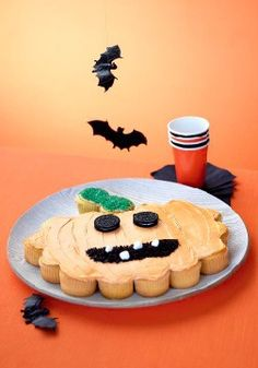 Jack-o'-Lantern Cake: at 24 servings, this fun recipe is a great treat to serve at your next party or classroom celebration!