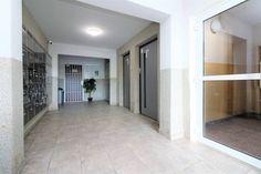 #продажанедвижимости #всловакии #братислава #квартиры Адрес: 851 03 Bratislava, Petržalka, Mlynarovičova. Двухкомнатная квартира на продажу, ул. Млинаровичова (Mlynarovičova), район Петржалка (Petržalka), Братислава, Словакия. Квартира площадью 54,46 м2 + 3 м2 лоджия + 1 м2 кладовая, панель, этаж 11 из 14, лифт, состоит... Подробнее: Янина Зборовская; тел: +421 903 407 775; mail@realty-slovakia.ru. Alcove, Bathtub, Bathroom, Standing Bath, Washroom, Bathtubs, Bath Tube, Full Bath, Bath