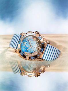 Chopard Happy Beach Chrono, a timepiece at the height of the fun you will be having this summer! Let the dancing flip-flops set with diamonds reflect the paradise we all dream of when the summer heat arrives.