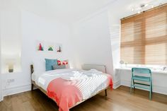 Cute and colorful one bedroom in Oxford Circus, London.