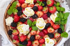 Klassisk moussaka - Recept - Tasteline.com Cake Recept, Dinner Rolls Recipe, Poke Bowl, Halloumi, Creme Fraiche, Fodmap, Palak Paneer, Fruit Salad, Cookie Dough