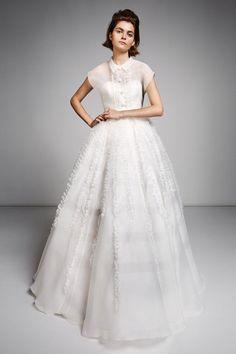 See the Fall 2019 wedding dresses from Mariage by Viktor & Rolf bridal Classic Wedding Dress, Wedding Dress Trends, Fall Wedding Dresses, Perfect Wedding Dress, Wedding Dress Styles, Wedding Gowns, Unconventional Wedding Dress, Viktor Rolf, Bridal Fashion Week