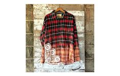 A flannel shirt goes modern https://www.rodalesorganiclife.com/home/best-recycled-flannel-products/slide/2