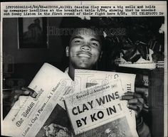 1965 Press Photo Cassius Clay Muhammad Ali Holds Up Paper Showing Liston Win