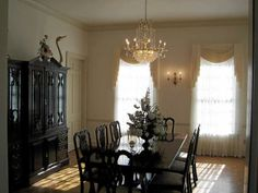 Dinning Room at Swan Manor