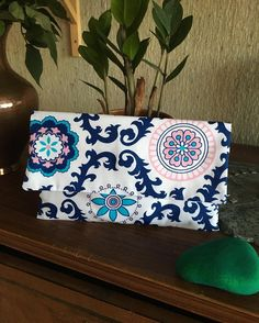 "Polubienia: 22, komentarze: 2 – Dominika Fedorowicz (@viscari) na Instagramie: ""A brand new #clutch :) i love this #fabric ❤️ I can just see it being carried by a #girl in a…"""
