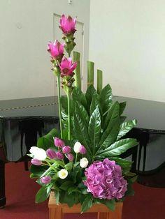 contemporary flower arrangements for church Contemporary Flower Arrangements, Large Flower Arrangements, Ikebana Arrangements, Deco Floral, Arte Floral, Floral Design, Altar Flowers, Church Flowers, Lotus Flowers