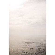 • white sun • #4plusArtStudio #letsseetheworld #porto #oporto #europe #sunset #ocean #water #nature #naturelovers #travel #explore #instatravel #wanderlust #workandtravel #simplicity #lessismore #inspiration #ig_minimalshots #minimal #minimalism #minimalist  #mindtheminimal #minimal_perfection #wintertime #iphonephotography