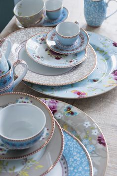 Pip Studio... want #tablescape #tablesetting searching for ribbon rose kakhi pattern
