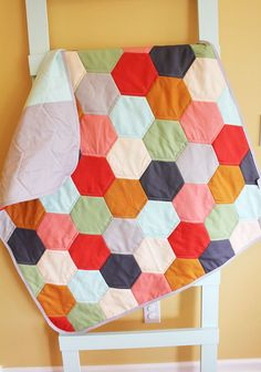 Modern Baby QUILT by PETUNIAS - netural hexagon blanket nursery decor vintage newborn shower gift room crib bedding Quilt Baby, Quilting Projects, Sewing Projects, Vintage Nursery Decor, Quilt Modernen, Hexagon Quilt, Hexagon Pattern, Art Textile, Textiles