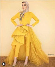 Basic Fashion Tips Evening dresses in candy colors Fancy Dress Design, Stylish Dress Designs, Designs For Dresses, Stylish Dresses, Casual Dresses, Grey Evening Dresses, Hijab Evening Dress, Pretty Prom Dresses, Fancy Maxi Dress