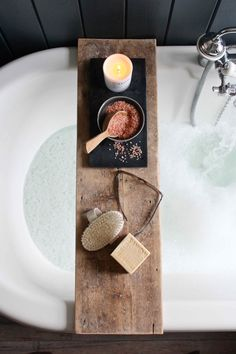 Floor board bath tray tips