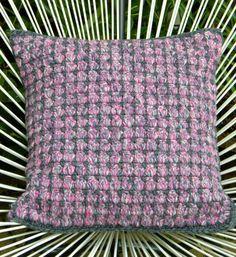 Laatst was ik weer eens bij de Zeeman en kocht hele leuke roze/grijs gemêleerde en grijze wol. Lekker dik, geschikt om met haaknaald nr 5 t...
