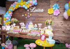 Decoração com arco de balões desconstruídos | Ideias em Casa Butterfly Birthday Party, 5th Birthday, Birthday Parties, Birthday Cake, Disney Princess Party, Unicorn Party, Birthday Decorations, Party Time, Daisy
