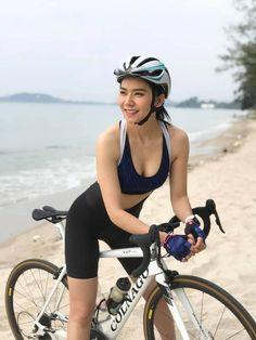 Female Cyclist, Chico Fitness, University Girl, Cycling Girls, Road Bike Women, Bicycle Girl, Sporty Girls, Biker Girl, Cute Woman