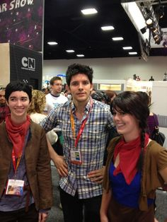 Merlin, Merlin, and Merlin at Comic Con @Melissa Thacker. The chick on the left makes me laugh lol